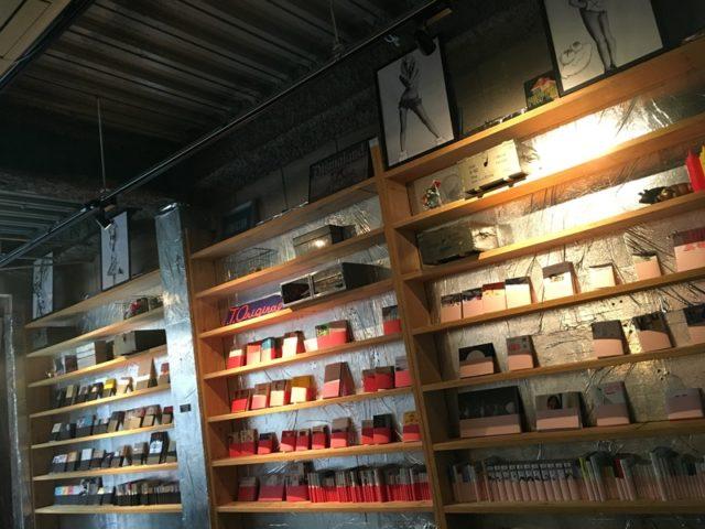 歌舞伎町ブックセンターの本棚