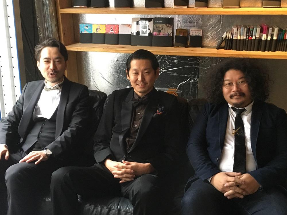 草彅洋平さん、手塚マキさん、柳下恭平さんの近影、画像