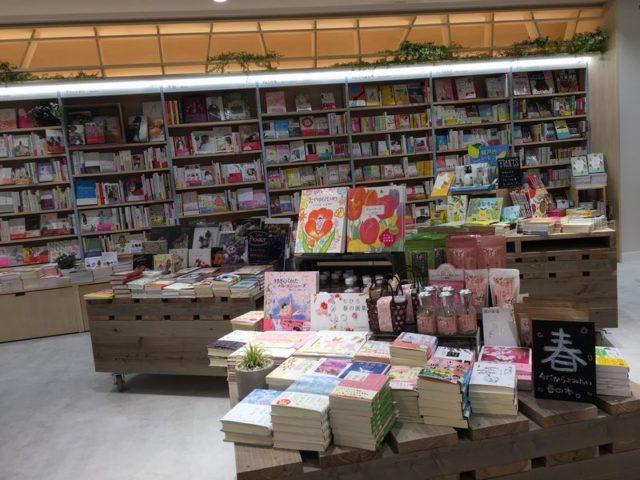 """HMV&BOOKS """"HIBIYA COTTAGE(日比谷コテージ)""""書籍売り場3"""