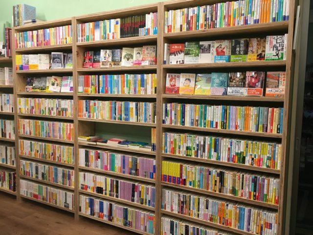 Pebbles Books文庫本コーナー